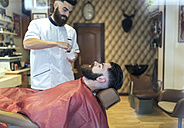 Barber preparing shave for a customer - MGOF000907