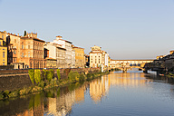 Italy, Florence, River Arno and Ponte Vecchio - FOF008311