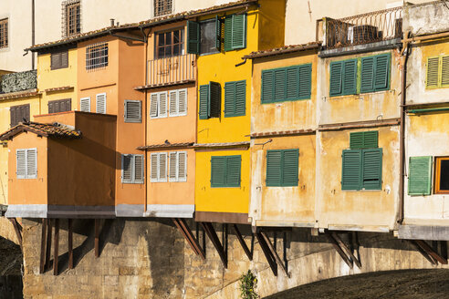 Italy, Florence, buildings on Ponte Vecchio - FOF008314