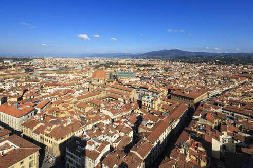 Italy, Tuscany, Florence, Cityscape, View of Cattedrale di Santa Maria del Fiore - FOF008317