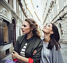 Austria, Vienna, two young women exploring the old town - AIF000112