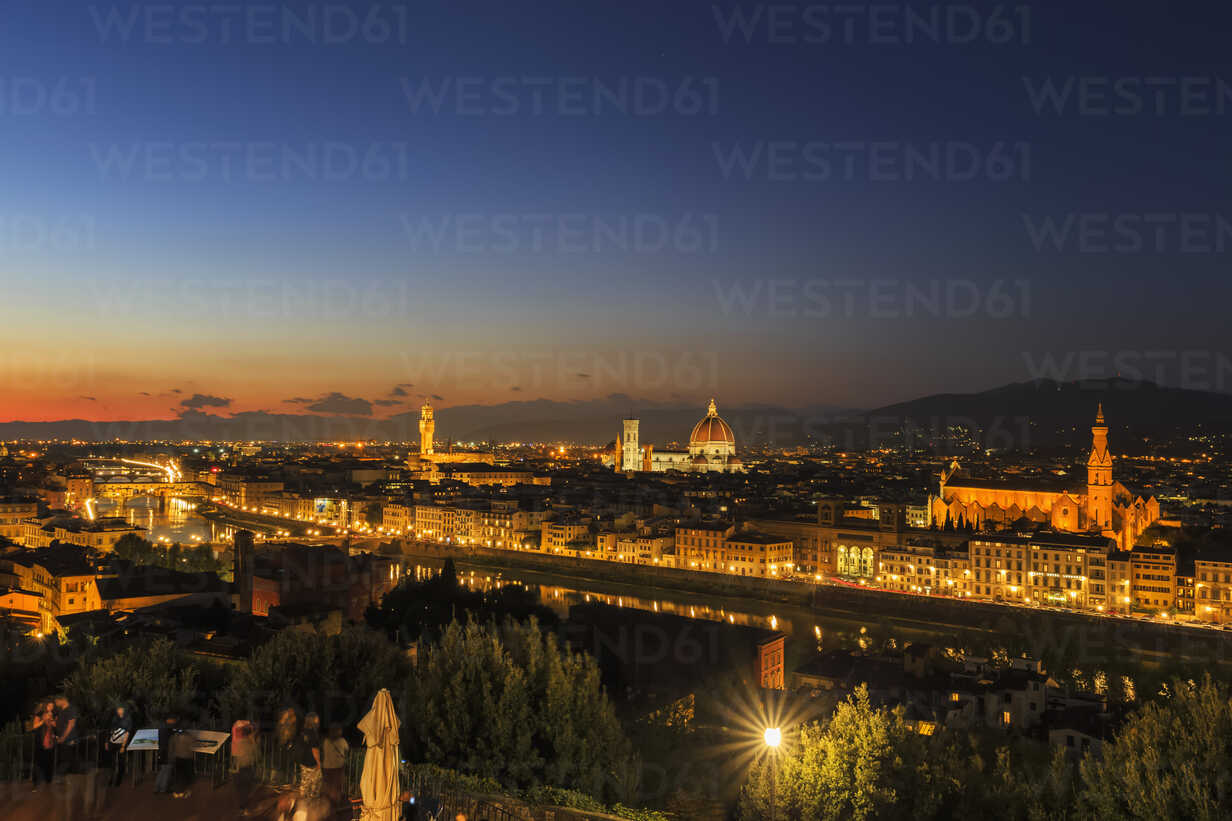 Italy, Tuscany, Florence, Cityscape, View of Cattedrale di Santa Maria del Fiore in the evening - FOF008333 - Fotofeeling/Westend61