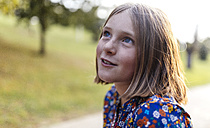 Portrait of smiling blond girl with freckles looking up - MGOF000942