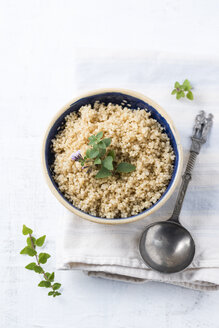 Bowl of boiled quinoa - MYF001177