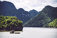 Vietnam, Gulf of Tonkin, Vinh Ha Long Bay - EHF000288