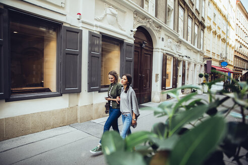 Austria, Vienna, two female friends exploring the old town - AIF000114