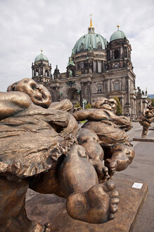 Germany, Berlin, sculptures of the artist Xu Hongfei in front of Berlin Cathedral - PC000190