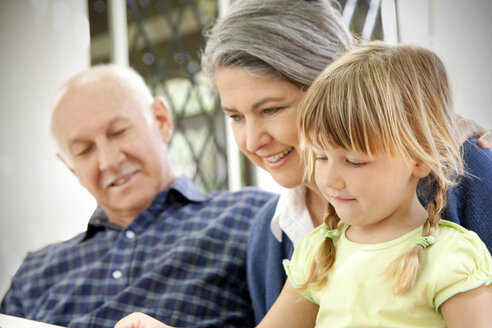 Little girl with her grandparents - RMAF000006