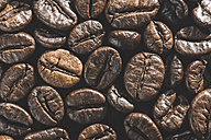 Close-up of coffee beans - DEGF000555