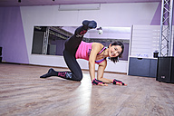 Asian woman exercising piloxing - VT000461