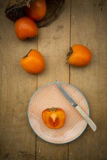 Whole and sliced kaki persimmons - LVF004098