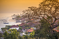 Indonesia, Coastline of Nusa Lembongan island in the evening - KNTF000151