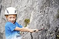 Austria, Tyrol, Rofan mountains, boy climbing - JEDF000256