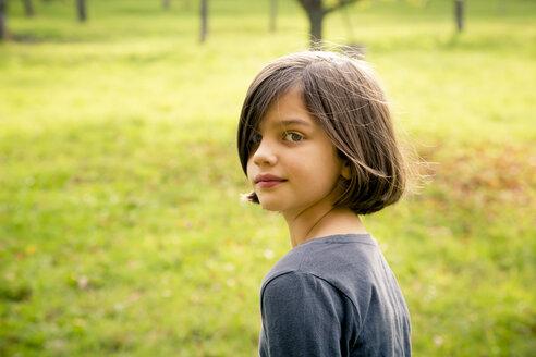 Portrait of girl looking over her shoulder - LVF004143