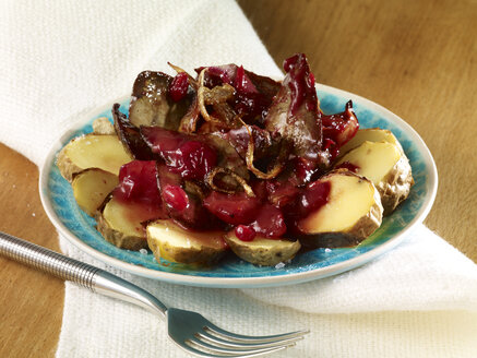 Rabbit liver on roast potatoes with apple and lingonberry sauce - SRSF000603