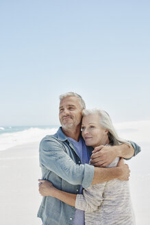 Couple at the beach - RORF000170