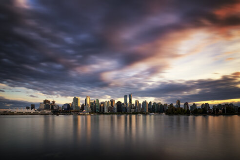 Canada, Vancouver, view to skyline at dusk seen from Stanley Park - SMAF000386