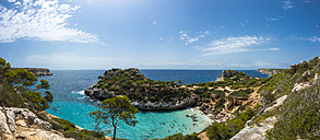 Spain, Baleares, Mallorca, View of bay Calo des Moro - AMF004394