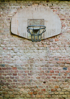 Basketball hoop fixed on brick wall in a backyard - DASF000032