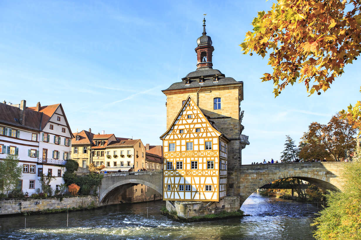 Germany, Bamberg, view to the old city hall with Regnitz River in the foreground - VT000467 - Val Thoermer/Westend61