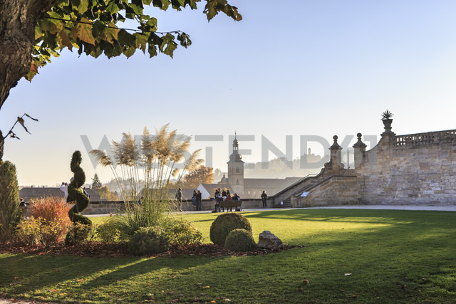 Germany, Bamberg, view to  Michelsberg Abbey with Pulic Garden in the foreground - VT000470 - Val Thoermer/Westend61