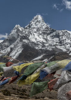 Nepal, Himalaya, Khumbu, Pangboche, Ama Dablam and prayer flags - ALRF000138