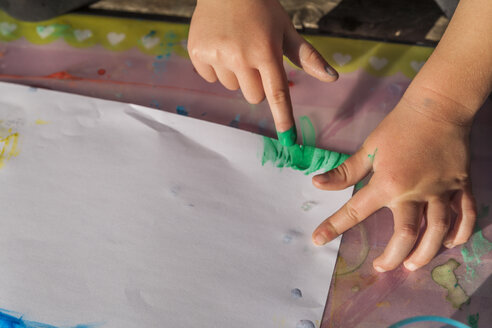 Girl painting with finger colours, close-up - TCF004923