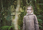 Portrait o little girl standing in the forest in autumn - RAEF000659