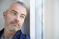 Portrait of a mature man at the window - FKF001528