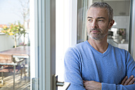 Portrait of a mature man at the window - FKF001564