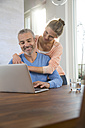 Couple at home working from laptop - FKF001585