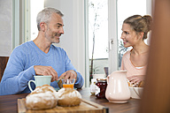 Couple having breakfast at home - FKF001588