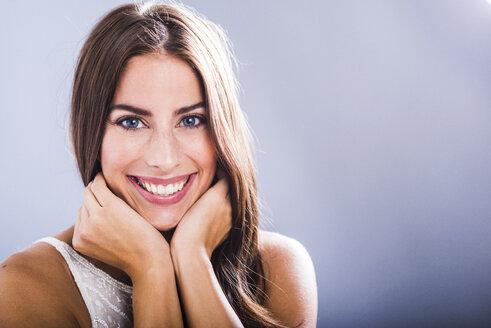 Portrait of smiling brunette woman - UUF006099