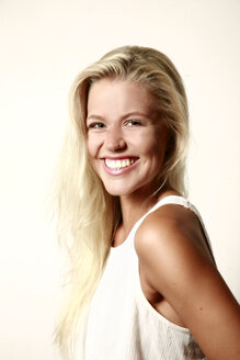 Portrait of smiling blond young woman - VEF000058