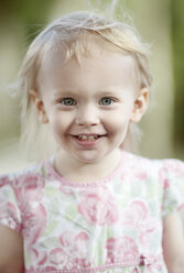 Portrait of smiling blond little girl - NIF000056