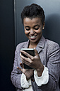 Portrait of smiling young woman using phablet - MAUF000035