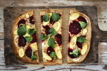 Flammkuchen with beetroot, carrot and lamb's lettuce - EVGF002521