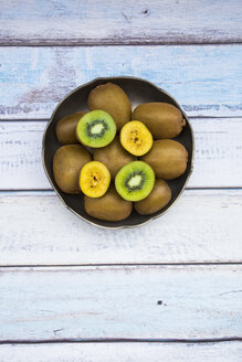 Green and golden kiwis in bowl - LVF004183