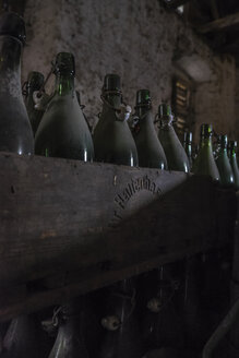 Germany, Burghausen, old wooden beer crates with empty beer bottles at Raitenhaslach Abbey - HAMF000099