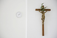 Cross and clock in a presbytery - JAT000782