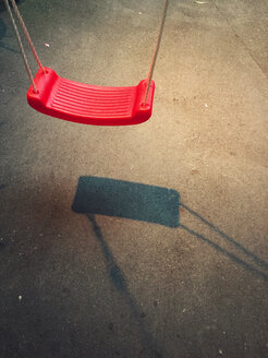 Empty red swing - VRF000163