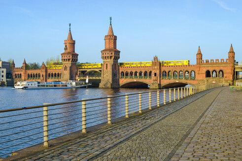 Germany, Berlin, view to Oberbaum Bridge - RJ000545
