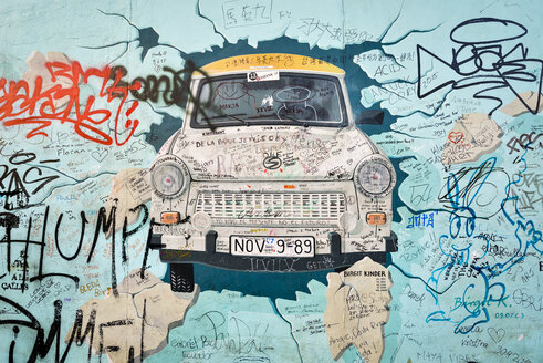 Germany, Berlin, Berlin Wall, East Side Gallery, mural painting - RJ000548