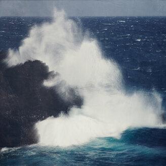 Spain, La Palma, Wind wave breaking at lava rock - DWIF000657