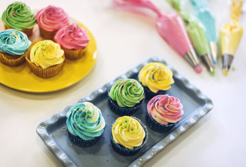 Colorful cupcakes - EHF000324