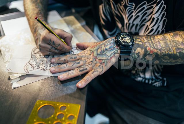 Tattoo artist designing motifs - MGOF001105