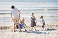 Four siblings playing on the beach - LITF000032