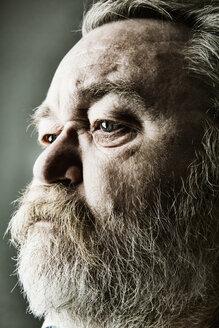 Portrait of senior man with full beard, close-up - JATF000787