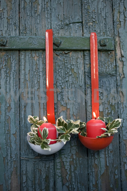 Christmas decoration made of soup ladles and candles - GIS000184
