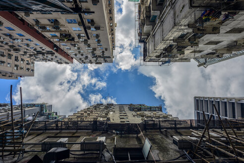 China, Hong Kong, facades of Chungking Mansions seen from below - TOVF000039
